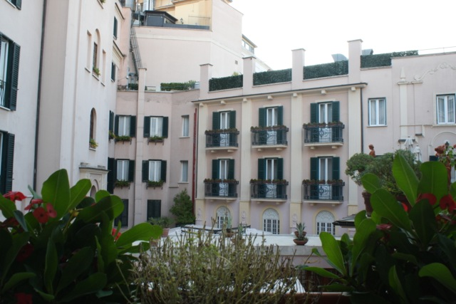 Intercontinental de la Ville Rome Courtyard