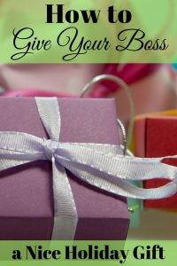 It isn't easy to give your boss a nice holiday gift they will like. But here are some tips that might help when giving your boss a nice holiday gift.